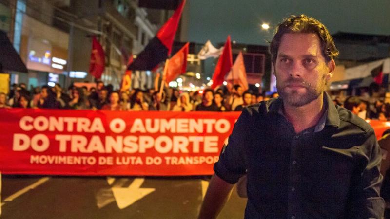 Protesto contra o aumento da tarifa do ônibus de Curitiba.